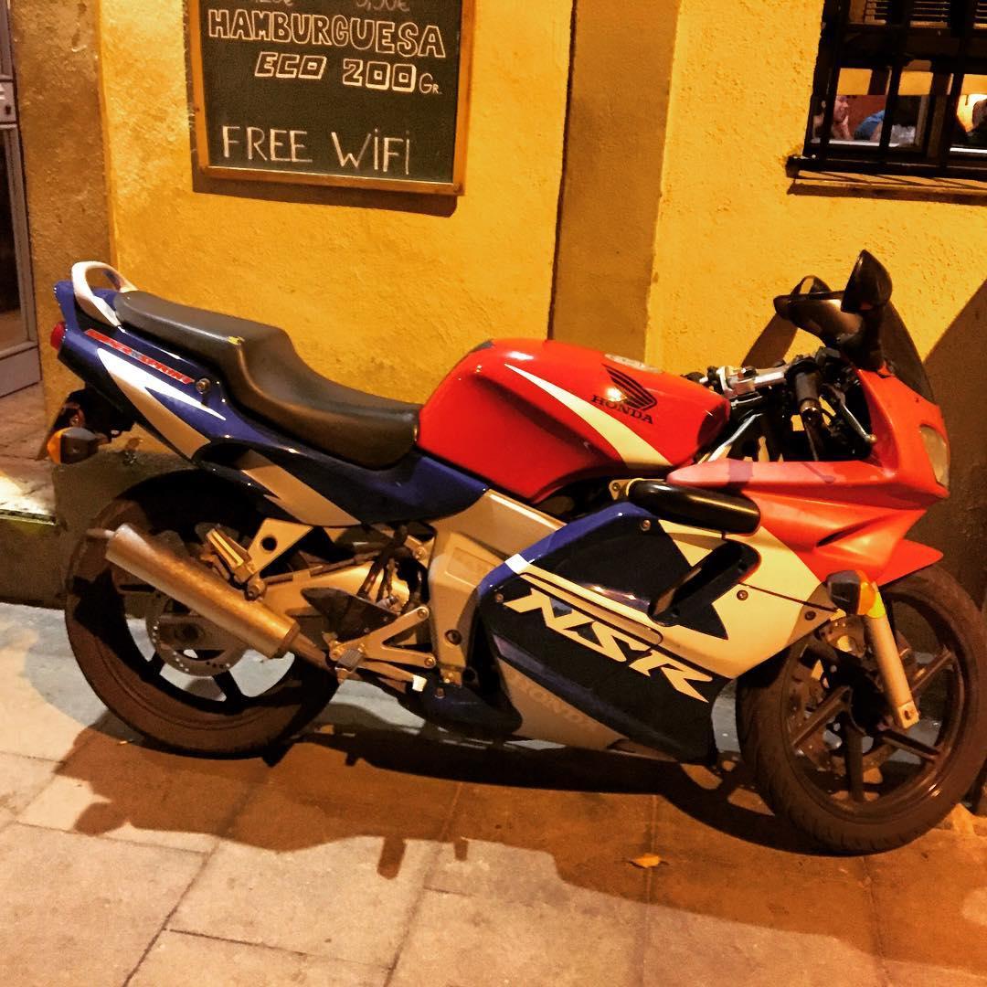 He visto esta moto y he recordado mis 13 años: Xisca sabe por qué ;))