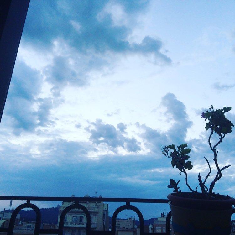 El cielo sobre Berlín ;)) #goodnight #night #nighttime #barcelona #sleep #sleeptime #sleepy #sleepyhead #tired #goodday #instagood #instagoodnight #photooftheday #nightynight #lightsout #bed #bedtime #rest #nightowl #dark #moonlight #moon #out #passout #knockout #knockedout