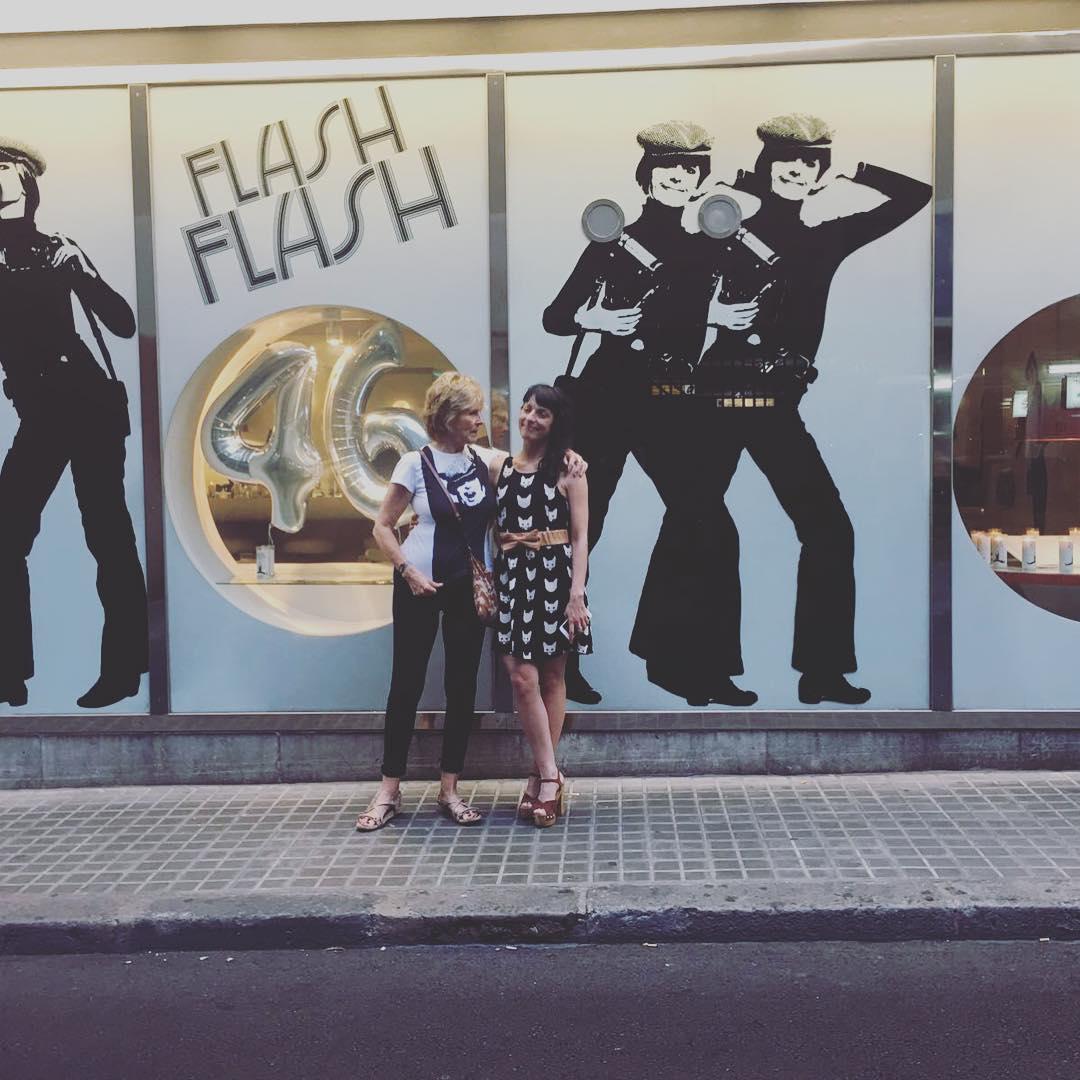 Las oportunidades para charlar son clases de baile del universo. Gracias @mercedes.milagh y gracias @flashflash_barcelona ;)) #46añosflashflash #46anysflashflash #flashflash46 #barcelona #gh #mercedesmila