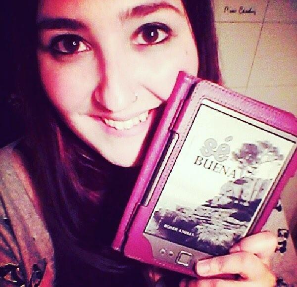 Autoregalos nocturnos que se hace @nymphetty   Repost: ♡ Sé buena ♡ (3€ en Amazon) de la fantástica Roser Amills #sébuena #roseramills #book #bookworm #yay