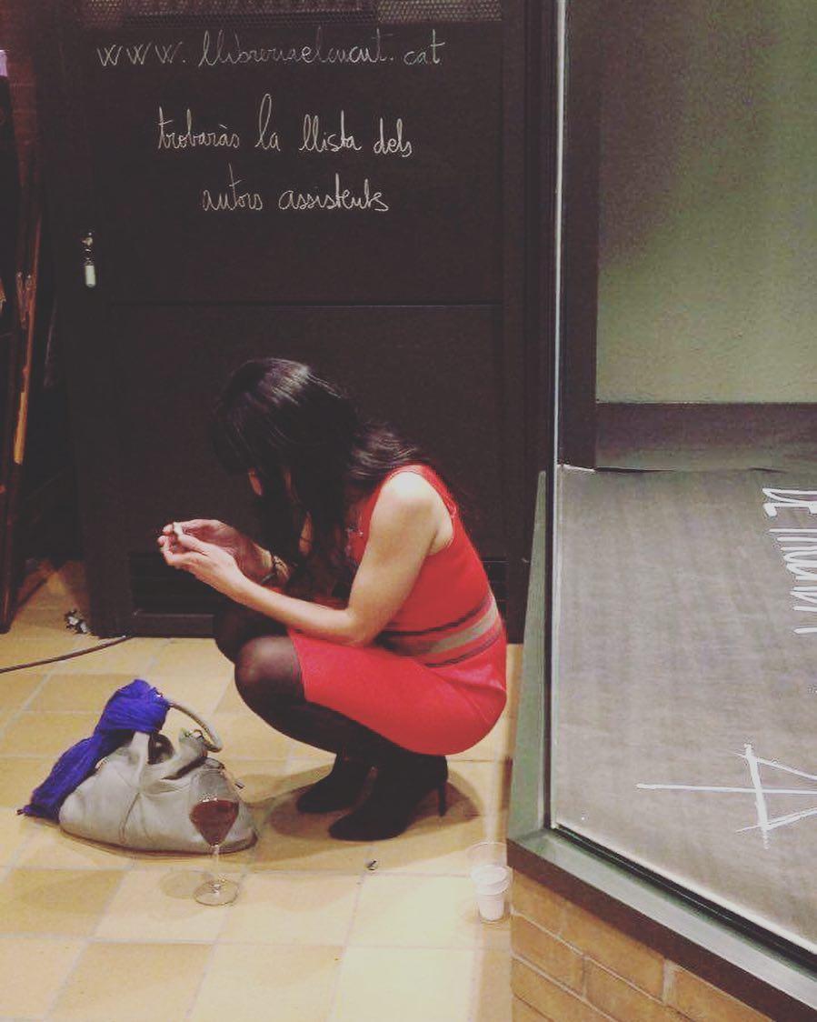 Adoro les fotos que em va fer la Magda Riera a la #llibreriaelcucut !!