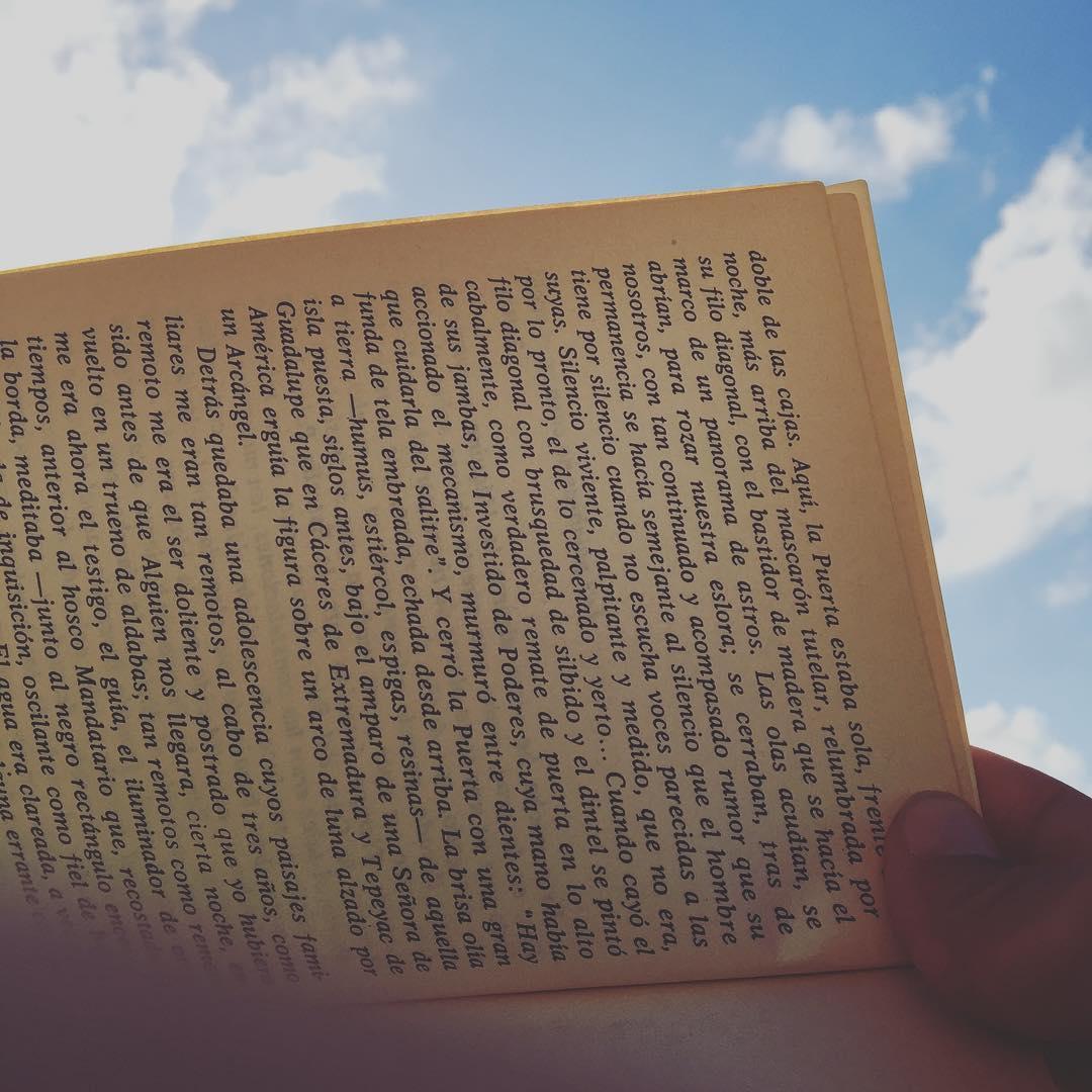Música, libro, playa