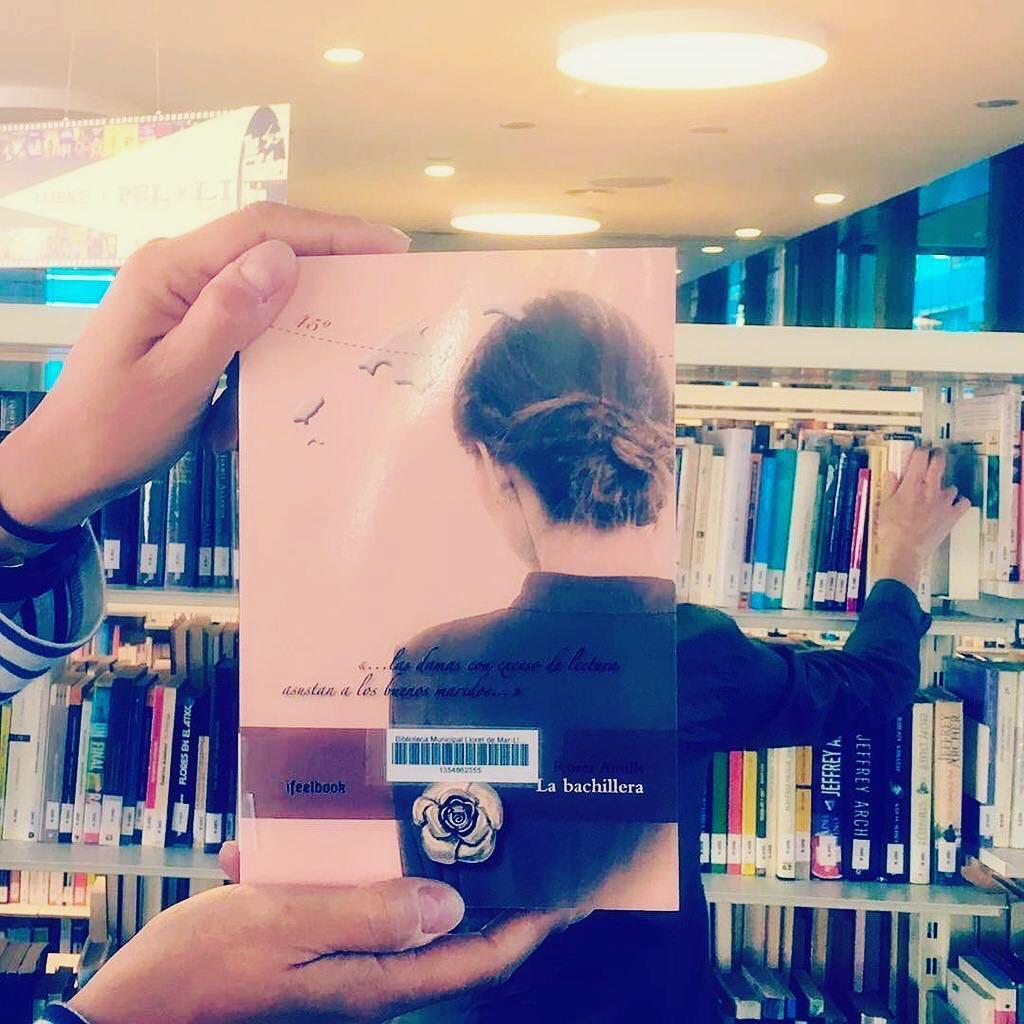 Libros que aman bibliotecas y viceversa!! #labachillera de #quèfemalesbiblios #twbib