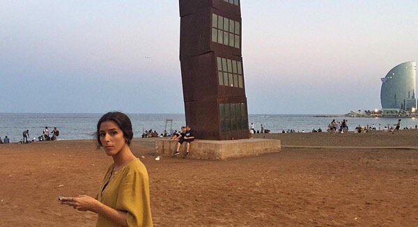 "Es un honor que @chenopo_life me cite: 05.08.2016 ""Quan la tarda em lliuri la nit / elemental i directa""   ""Cuando la tarde me entregue la noche / elemental y directa"" #roseramills #estelferit #citylife #urban #people #ig_great_pics #stolenportraits #thebarcelonist #instantaniacat #unlimitedbarcelona #igersbarcelona #igerbcn #igerscatalunya #barceloneta #groc #barcelona #barcelonaexperience #barcelonagram #rsa_ladies"