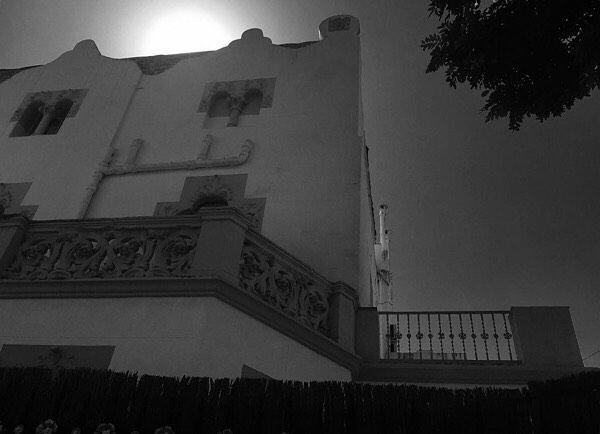"I @chenopo_life me cita más: ""Aprendre a dir-ho tot amb el nom que té""   ""Aprender a llamarlo todo por su nombre"" #roseramills #morbo #margenet #cal #barcelona #thebarcelonist #morning #igersbarcelona #ig_barcelona #igersbcn #rsa_urban #rsa_bnw #rsa_light #rsa_photo_of_the_day #bnw #instantaniacat #barcelonainspira #allblackcommunity #unlimitedbarcelona #barcelonablack #sky #lookingup #architecture #arquitectura"