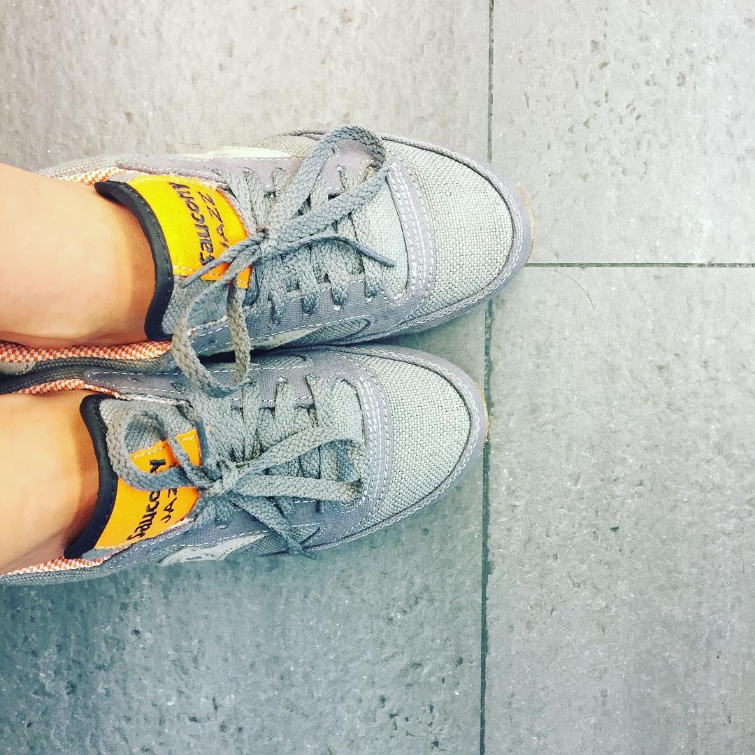 """Feliz con zapatos nuevos ;)) """"Para quedarte donde estás tienes que correr lo más rápido que puedas"""" L. Carrol"""