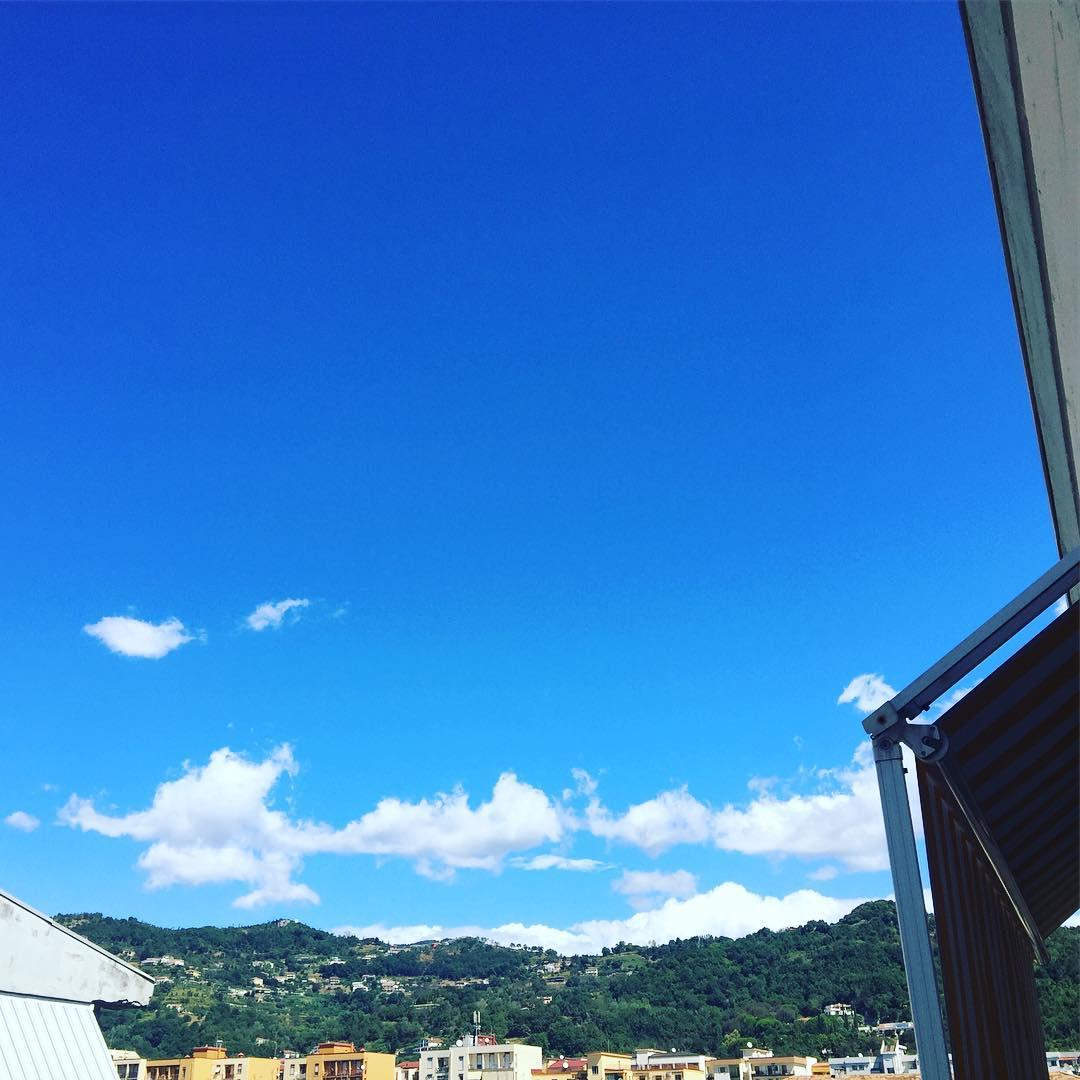 Muy buenos días desde #Salerno #bongiorno #amillsmorning #bondia #buenosdias #goodmorning #morning #day #daytime #sunrise #morn #awake #wakeup #wake #wakingup #ready #sleepy #sluggish #snooze #instagood #earlybird #algaida #photooftheday #gettingready #goingout #sunshine #instamorning #early #fresh #refreshed