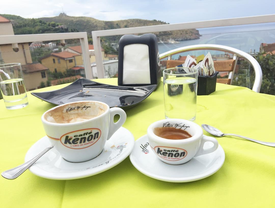 """Le tre C a Napoli (relative a il caffè): """"Cazzo Come Coce"""""""