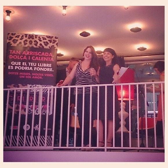 Me encanta esta foto de @yuth_chan de la presentación de ayer de #calendargirl y @audreycarlan en Barcelona!