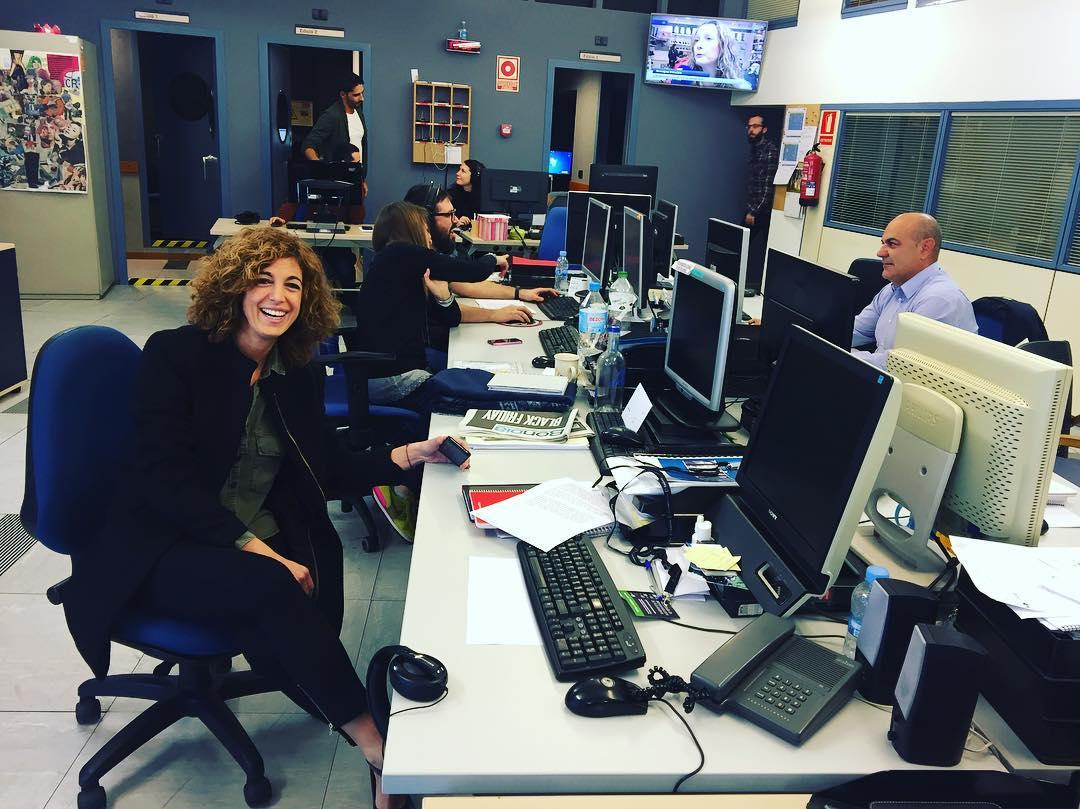 Súper bon ambient el de la redacció de RTV Andorra amb la Rosa Alberch