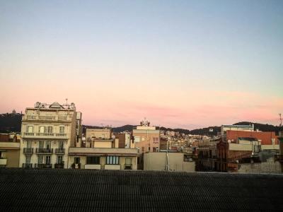 Que tu día sea, al menos, tan mágico y bello como este amanecer ;)) #amillsmorning #bondia #buenosdias #goodmorning #morning #day #barcelona #barridegracia #daytime #sunrise #morn #awake #wakeup #wake #wakingup #ready #sleepy #sluggish #snooze #instagood #earlybird #algaida #photooftheday #gettingready #goingout #sunshine #instamorning #early #fresh # refreshed