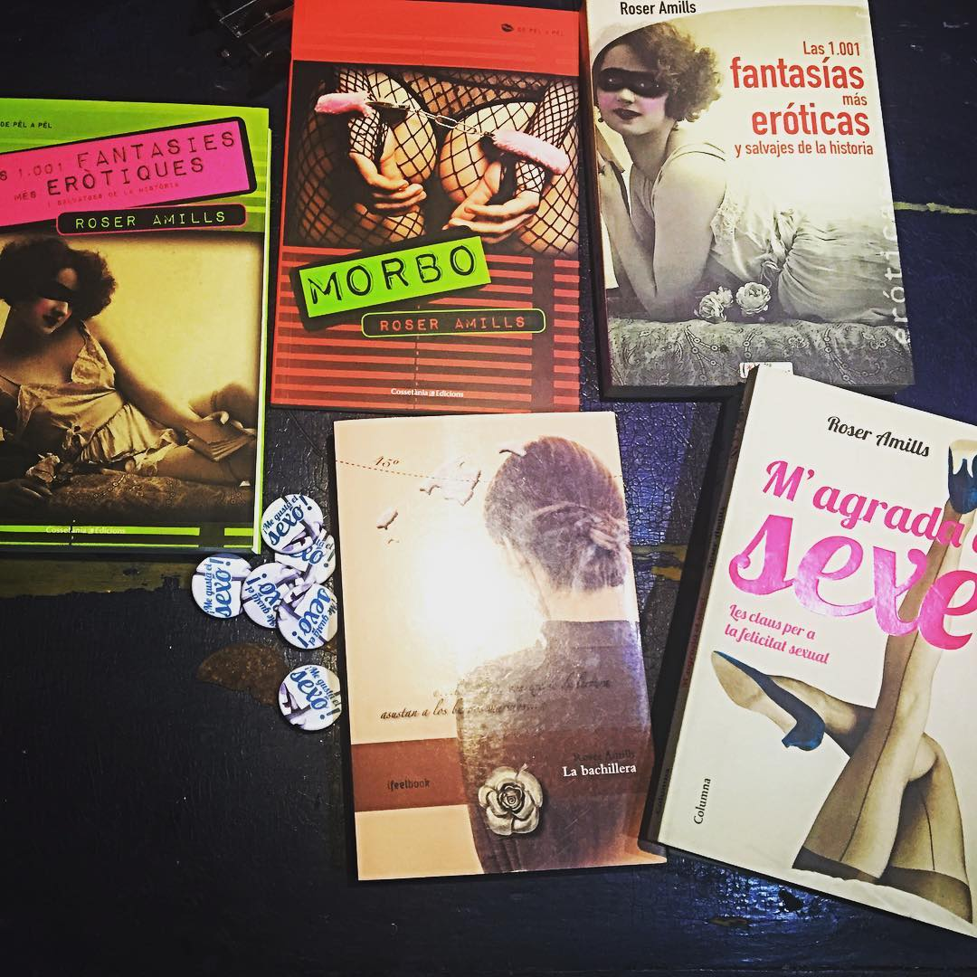 SORTEAZO en Instagram para ❤ Estos libros pueden ser vuestros y sólo tenéis que: 1. Seguirme a mí @roseramills en Instagram 2. Etiquetar a 3 amig@s en los comentarios 💃🏼💃🏼💃🏼 ---- Pd: El ganador se sabrá en 15 días y entregaré los premios en mano en Barcelona (cervecita incluida)