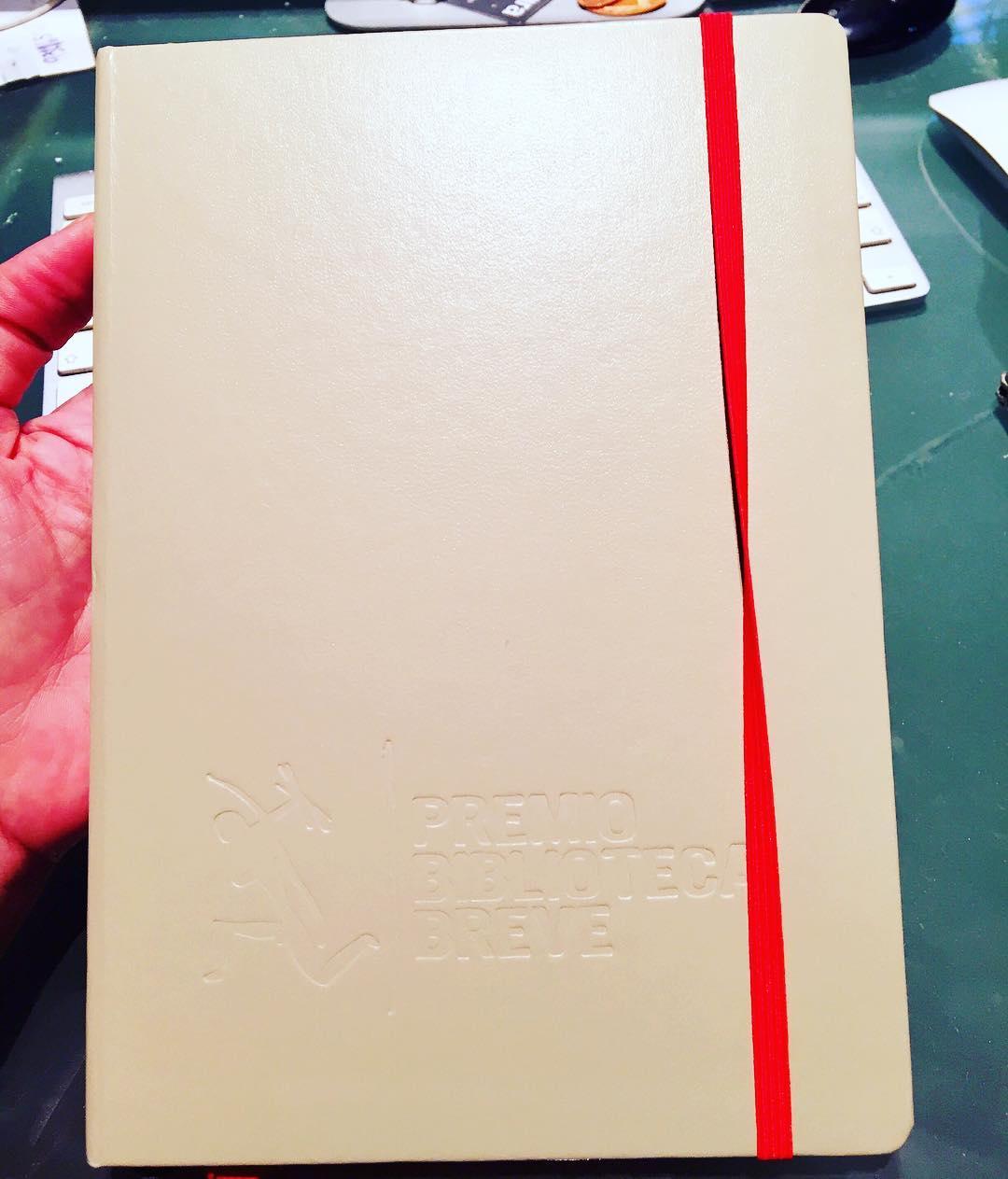 Ya tengo libreta para las notas de mi nueva novela :)) #esunnoparar #bibliotecabreve2017 #cuadernos #escritora #mallorquina #algaida #clubdelectura #llibres #libro #books #bookshop #libreria #llibreria #bestseller #leermola #leeressexy