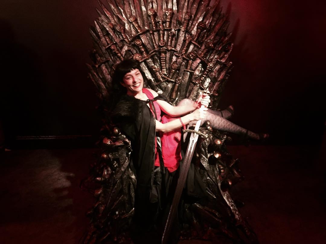 Os suena esta silla? Y la espada? Hoy me la presta #vodafone_es #topvodafoneone