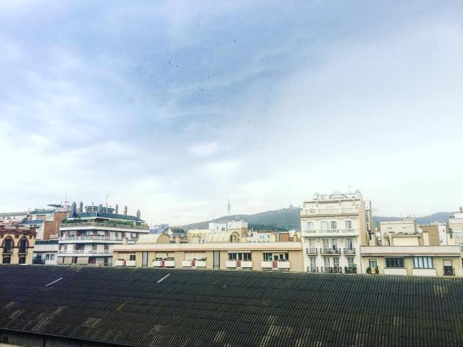 Bon dia! Avui només seran #quatregotes oi @monicausart ? #amillsmorning #bondia #buenosdias #goodmorning #morning #day #barcelona #barridegracia #daytime #sunrise #morn #awake #wakeup #wake #wakingup #ready #sleepy #sluggish #snooze #instagood #earlybird #algaida #photooftheday #gettingready #goingout #sunshine #instamorning #early