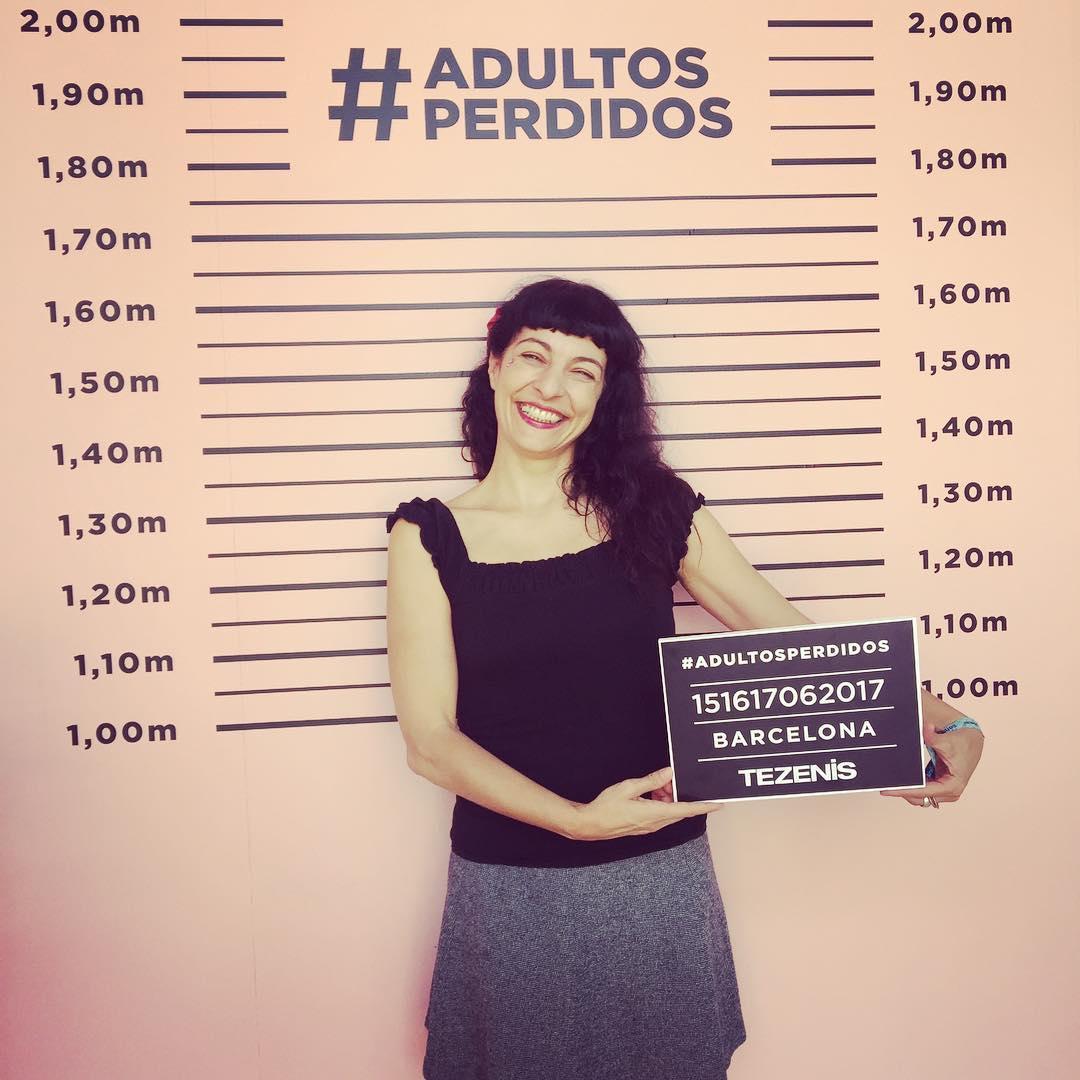Qué idea tan divertida @tezenisofficial :))) Un rincón de #adultosperdidos #tezenisxsonar #Sonar2017 Falda de @tcnbarcelona
