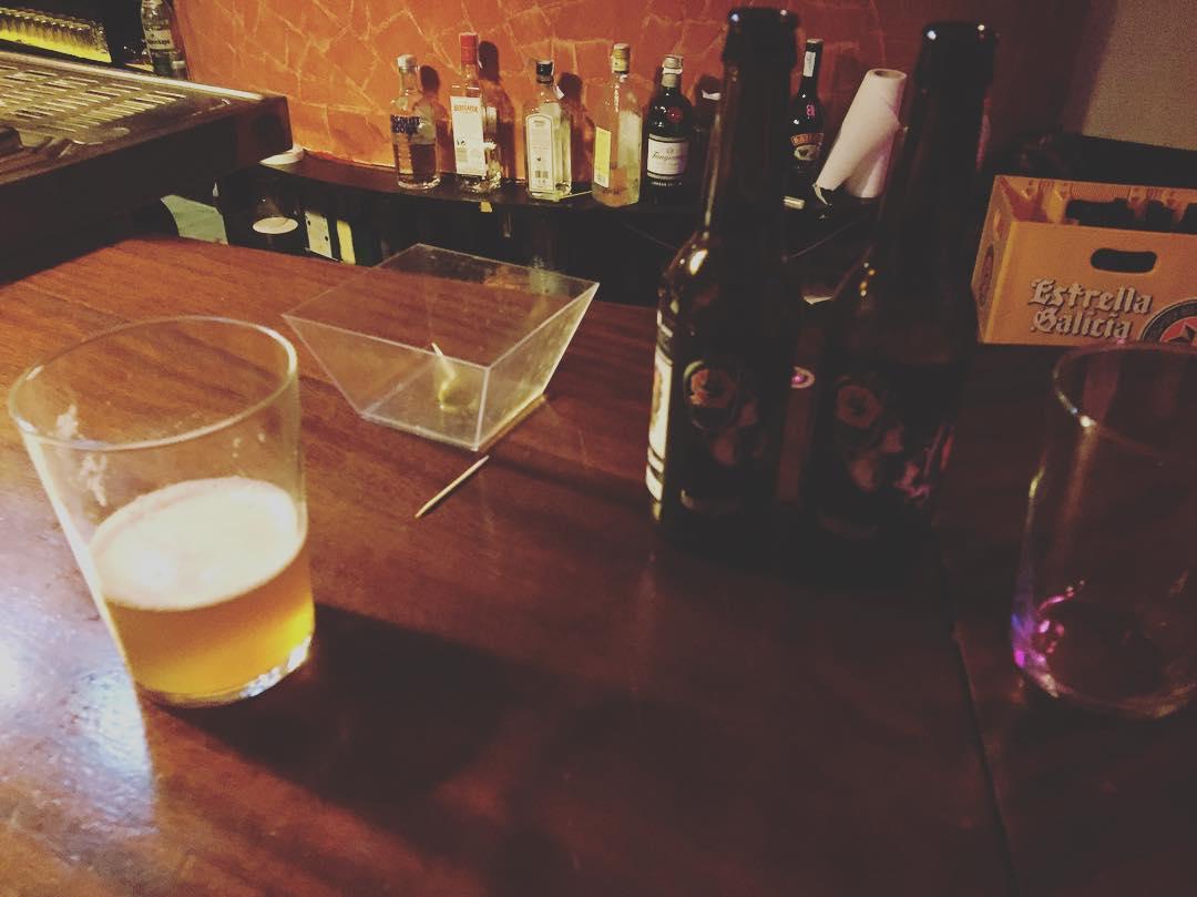 Gran descubrimiento: cerveza amarga y artesanal #barcelokabeer Gracias a la maravillosa Angels Maranya #barceloka @lasonoradegracia