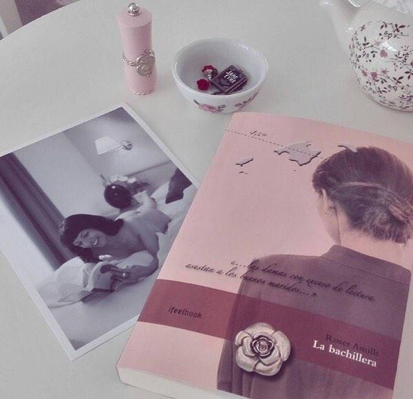 Un beso para @moonrose66 y muy feliz lectura de #labachillera ;)) #📚#escritora #mallorquina