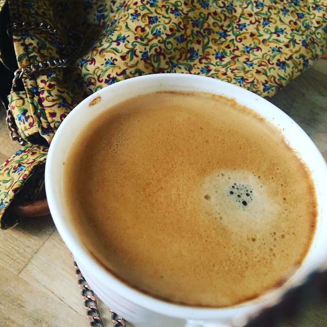 Molt bon dia! Cafè i a escriure :))