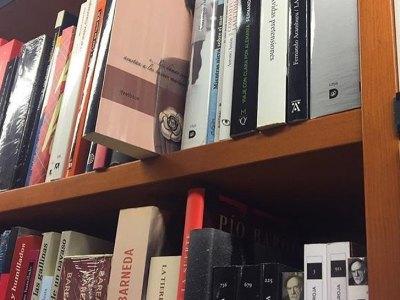 En @llibrerialaie hay 1 ejemplar de #labachillera Corred, en un mes sale mi nueva novela de este año :))