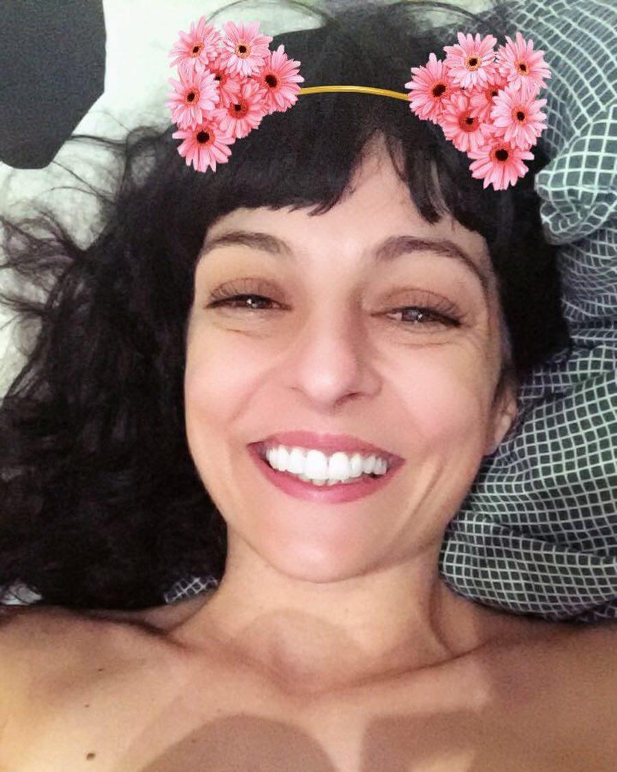 Si te levantas a las seis, haz como yo: 3 minutos de jugar con #snapchat y tan contenta! #buenosdias #bondia #almasbonitas