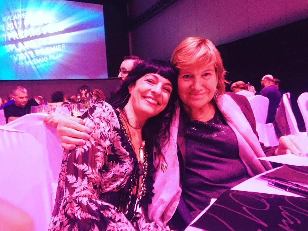 Lo mejor del #premioplaneta es la sonrisa de Montse Mompó :))