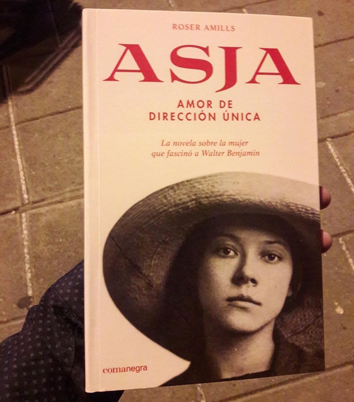 RT de @juanmelenchon, aquesta tarda: Després de dues hores voltant per llibreries del barri ja el tinc 😙 ... (i ara va ja per la pàgina 50! 🎉📚)