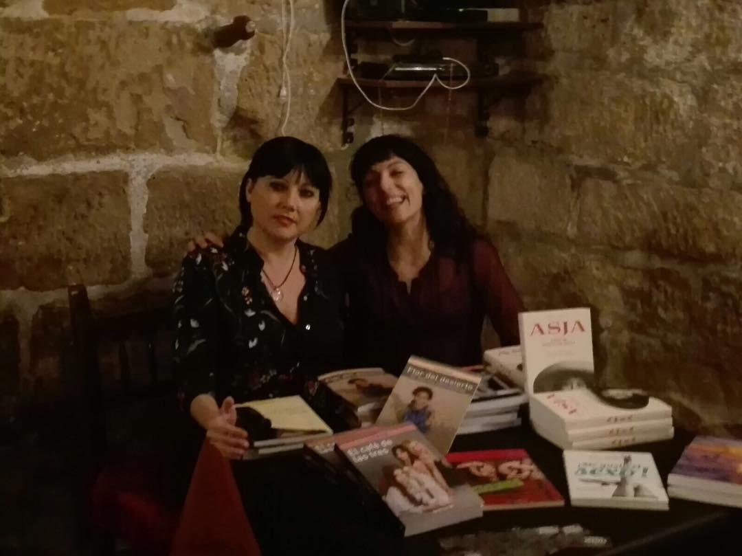 Amb la @lolamatista hem parlat de dones i llibres i dones ;))