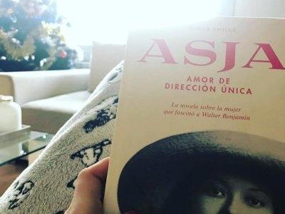 Gracias @las_chutegirls_ por regalar la novela de #asjalacis esta Navidad!! 💕 #asjalacis & #walterbenjamin  #comanegra #mallorquina #algaida #llibres #libro #books #bookshop #libreria #llibreria #bestseller #leermola #leeressexy #lecturas #booklover #bookstagram #cultura #regalalibros #regalallibres #novela #guerramundial #revolucionrusa