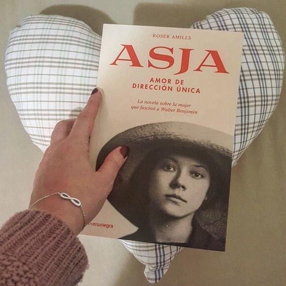Me hace muy feliz esta foto que me manda Anna @instannagram78 con su nueva lectura: #asjalacis 💕 #walterbenjamin ☺️
