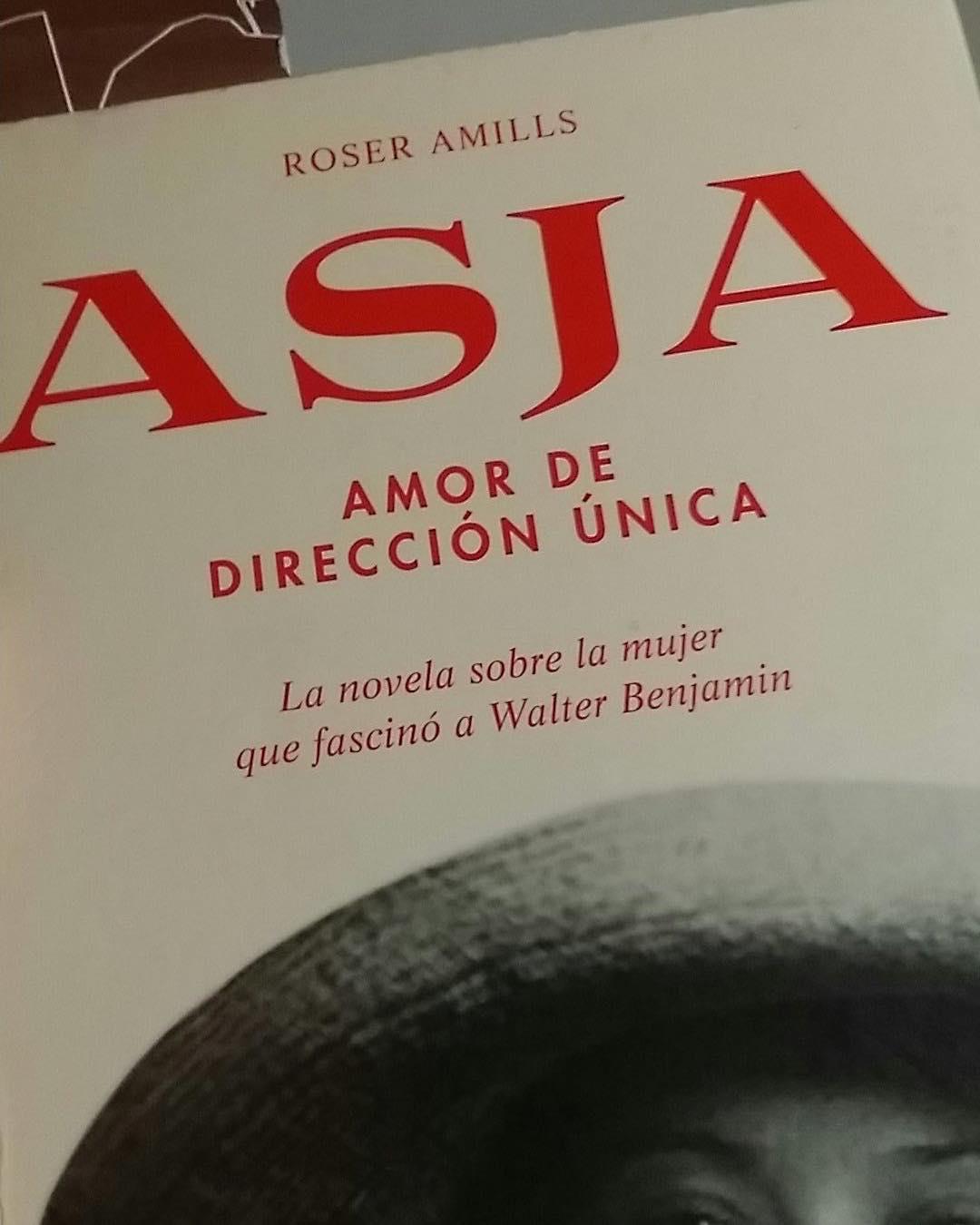 Emocionada con lo que dice @oscarrhs de #Asja: #RT Gracias @roseramills por escribir 'Asja, amor de dirección única'. Una novela que que me ha besado el alma. @Comanegra