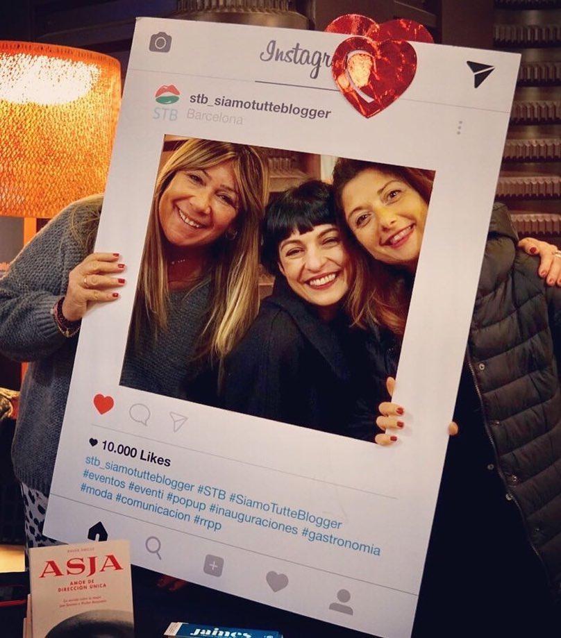 Gracias @stb_siamotutteblogger !!!Firma de #libros 📚🌹 #AsjaLacis en #IlMercatino di #SanValentino @galleryhotelbcn @stb_siamotutteblogger @angelavisco @marrateebcn #stbeventi #siamotutteblogger @llibreriajaimes