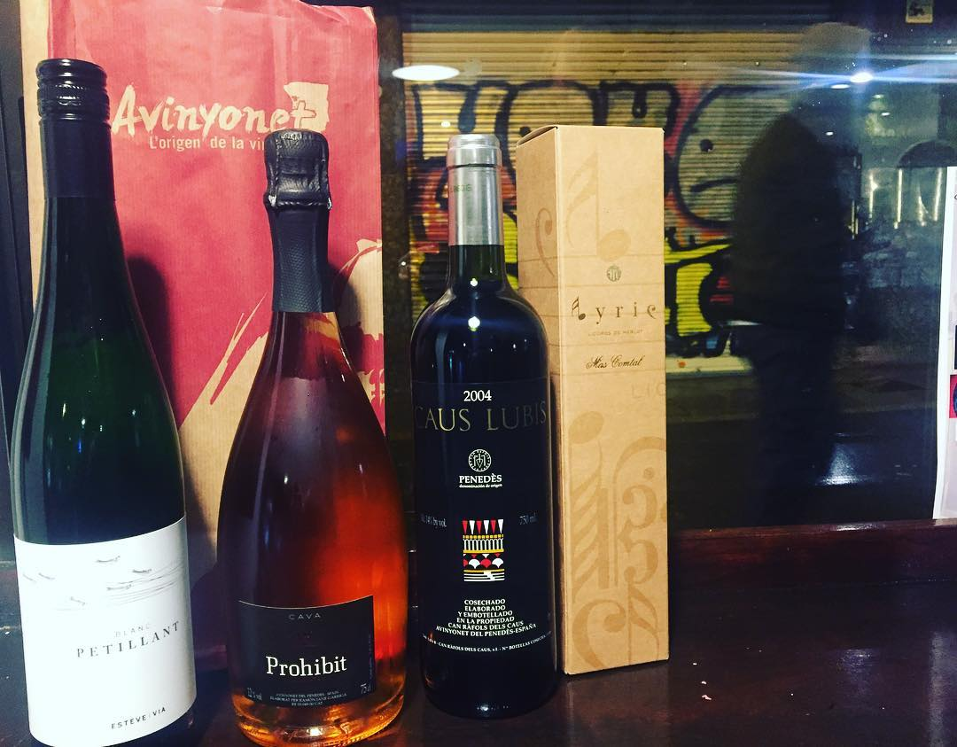 Avui han arribat aquests vins... i els convertiré en relats. Què us sembla?