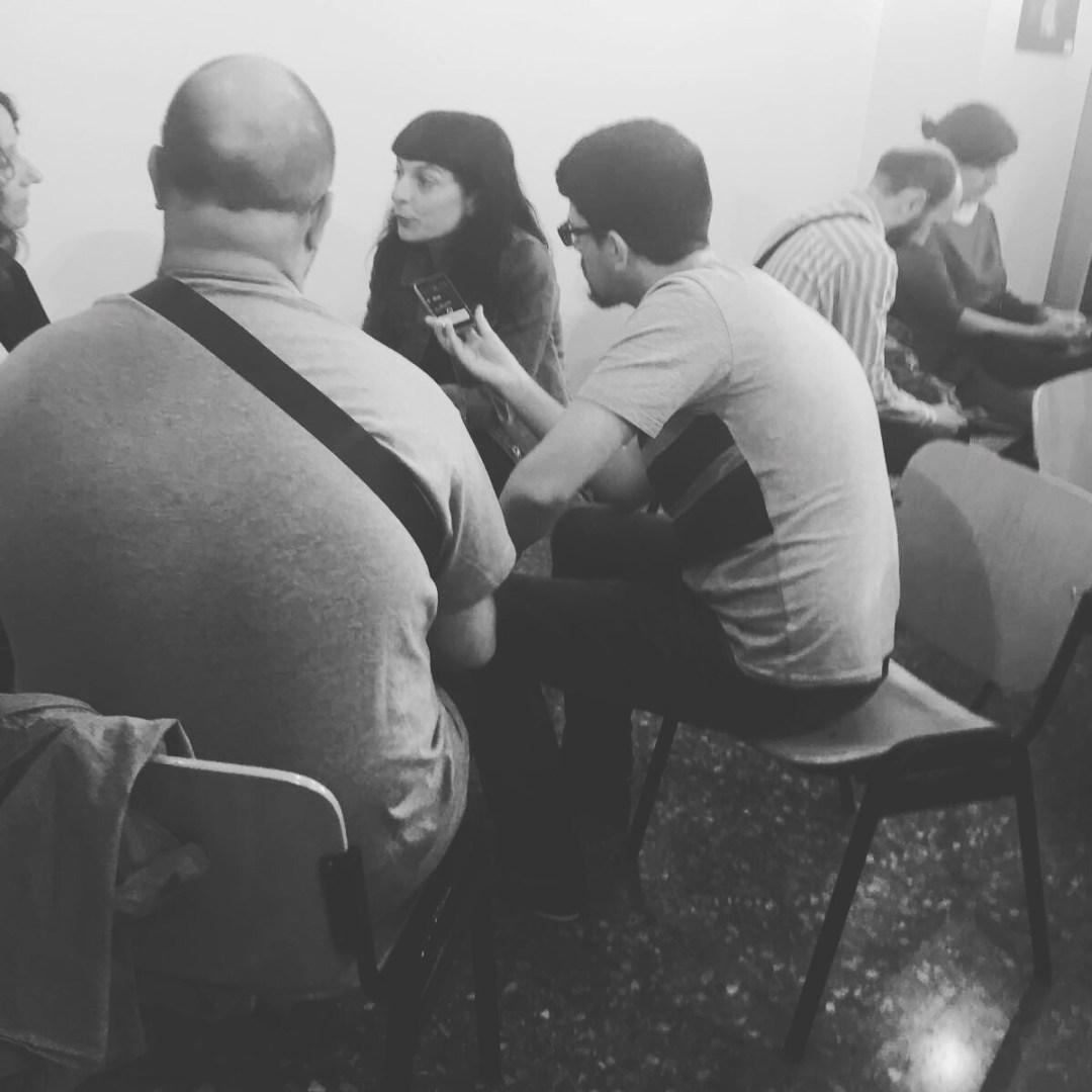 Cuando me entusiasma hablar de un tema soy así de expresiva, muecas power ;)) La entrevista, pronto en @resistencialiteraria !!!