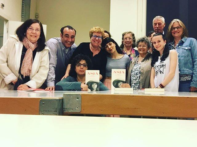 Quiero darle las gracias a Marta Ramoneda, directora de @La_Central_ , por haber incluido a #asjalacis & #walterbenjamin en el #gabinetedelectura. Se nos olvidó hacer la foto al principio, los que no salís estáis también en mi memoria como lectores VIP de la novela 💕