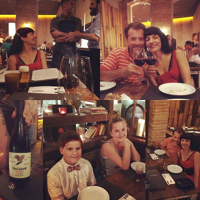 Ayer, mucho amor en @llamber_restaurant_barcelona: @heloise_gau celebró su radiante 18 cumpleaños, @arieinstagram y @juanfelixgarciaamills sus @pajaritasdemadera y @yvesuag y yo el #efectevolador de @jgrauviticultor 💕