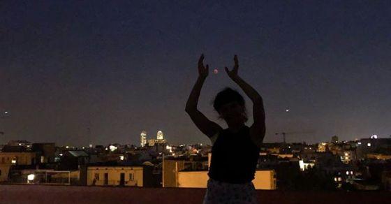Roser amills, con nubes, pero si os fijáis bien veréis la luna en pleno eclipse ;))