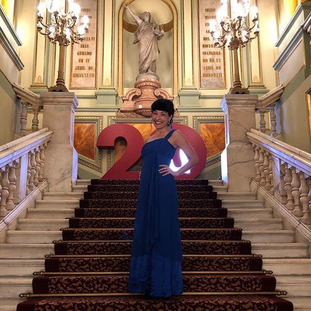 Os gusta este azul? @liceu_opera_barcelona #liceu20 con @PrettyYende y @tenorjcamarena inauguran temporada 2018/19 del Gran Teatre del Liceu con 'I puritani' de #Bellini #IPuritaniLiceu 🙋🏻♀️