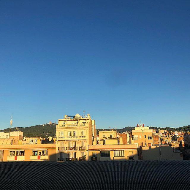 Feliz día!!! #amillsmorning #bondia #buenosdias #goodmorning #morning #day #barcelona #barridegracia #daytime #sunrise #morn #awake #wakeup #wake #wakingup #ready #sleepy #sluggish #snooze #instagood #earlybird #algaida #photooftheday #gettingready #goingout #sunshine #instamorning #early