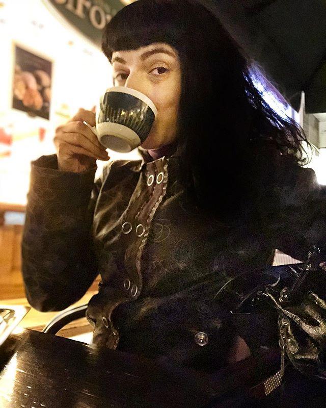 Hace frío en Barcelona!!! #coffee #addict #caffeine #yum #black #bestcoffee #needcoffee #coffeeislove #coffeeislife #coffeegram #coffeelover #coffeeaddict #coffeetime #coffeemug #onecupatatime #americano #instacoffee #expreso #amantedelcafe #instagood #coffeedate