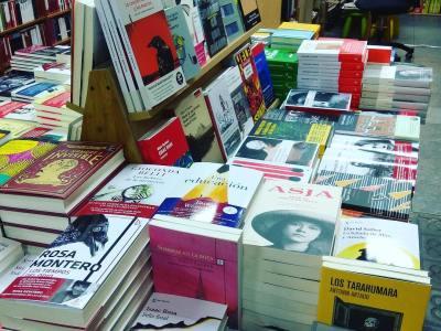 A la llibreria Taifa del carrer Verdi han demanat reforços de la meva novel.la sobre #asjalacis i #walterbenjamin per a la festa d'aquesta tarda al @bar_pietro (de 18 a 23h, esteu tots convidats!)
