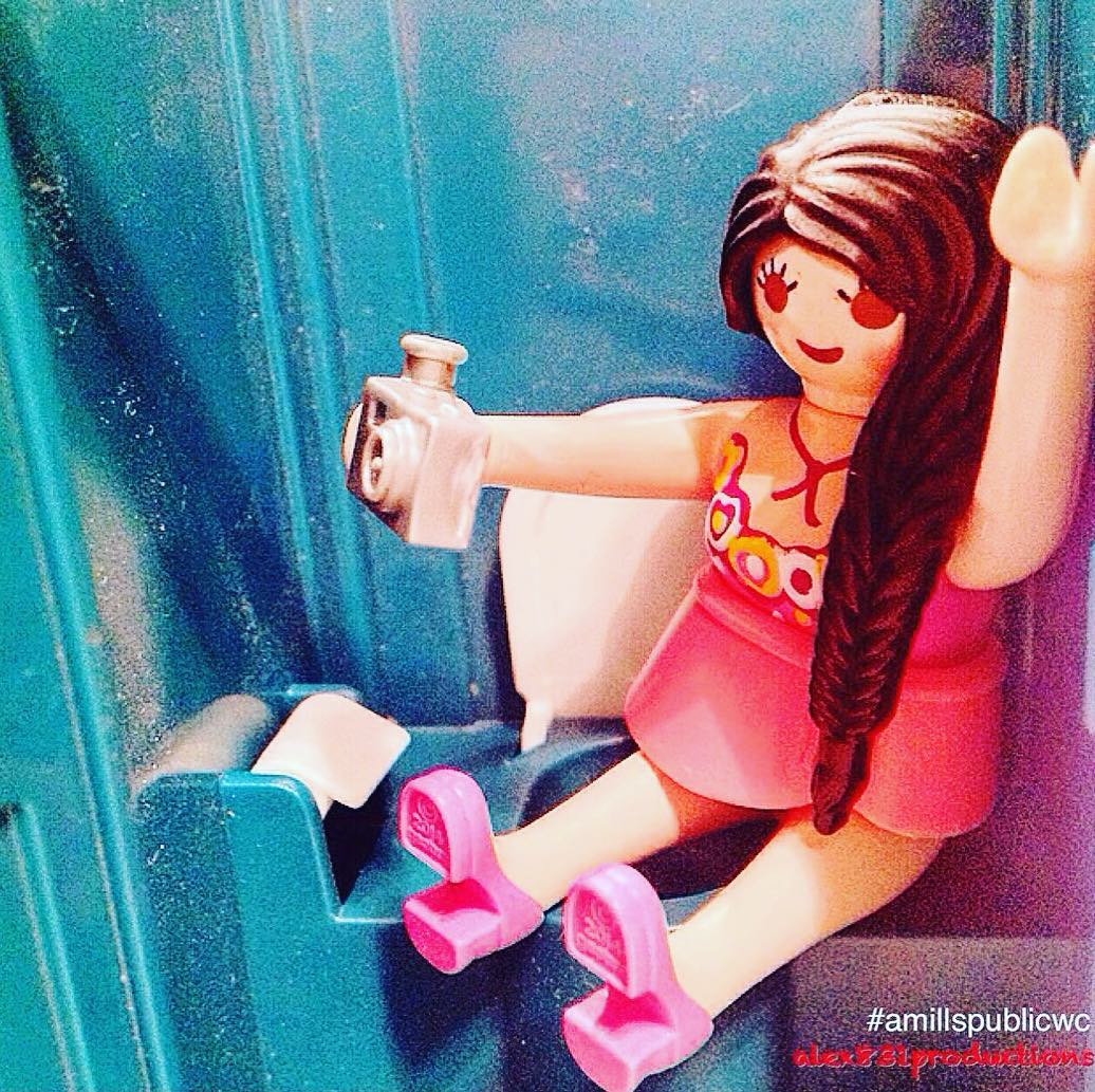 Roser Amills por @alex831moreproductions Y me ha encantado! #offgaudi Me dedicó esta composición: dusty toilet will never stand in the way of a good selfie #amillspublicwc #alex831productions Happy Ondas, dear Roser #ondas2015 #roseramills #premiosondas2015 #wc #playmobil #playmobile #iloveplaymo #geobra #jj #actionfigures #dolls #figures #toyhumor #toyaddict #toyartistry #toyinstagram #toyculture #toycommunity #toycrewbuddies #toycreativity #toyplanet #toyphotography #toyrevolution #shamelessselfie #selfie