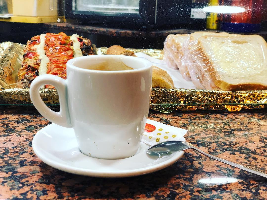 Mi gasolina para escribir muchas horas seguidas :)) #coffee #addict #caffeine #yum #black #morning #bestcoffee #needcoffee #coffeeislove #coffeeislife #coffeegram #coffeelover #coffeeaddict #coffeetime #lattemug #coffeemug #onecupatatime #americano #instacoffee #expreso #amantedelcafe #instagood #coffeedate