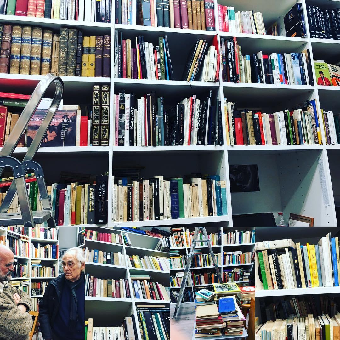 SECRETO REVELADO: Albert Costa vende su biblioteca efímera en el local de c/ Joan Blanques, 32. Cada tarde, de 17 a 20h. Hay joyas maravillosas, como él. #barridegracia