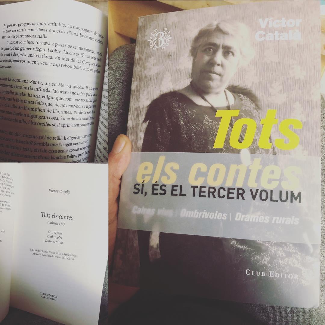 ❤️ @elclubeditor i @Viladelllibre a L'Escala, amb visita privilegiada als originals de Solitud de Víctor Català, alegren aquest cap de setmana! #victorcatala #viulescala