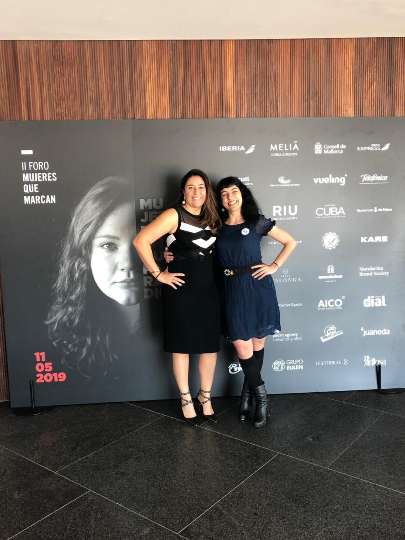 Belén Marrón con Roser Amills en el Foro Mujeres Que Marcan 2019