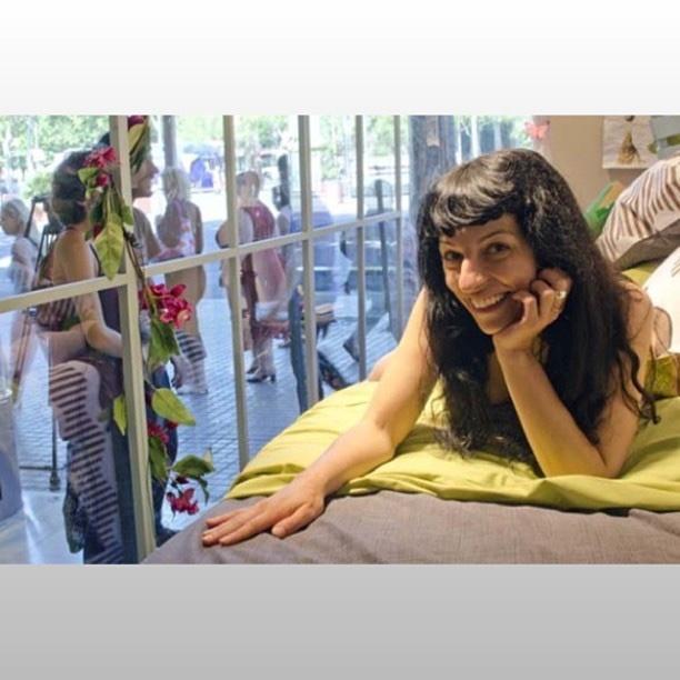 Roser Amills en el escaparate de La Mallorquina, 2013