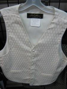 white leonardo vest and tie