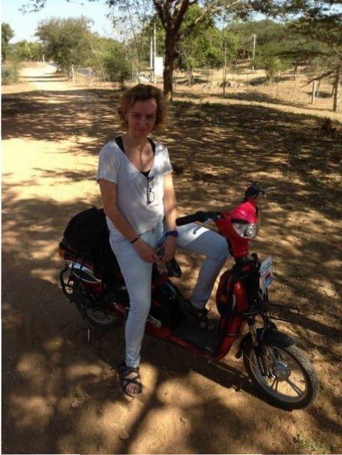 Con la moto por Bagan...