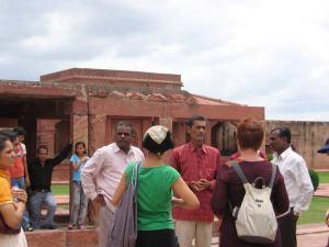 Aquí nuestro guía, Lucky Luke, explicando el recinto. Fue uno de los mejores guías que tuvimos en la India.